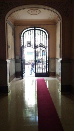 Casa de Billy Barcelona: Inside front door