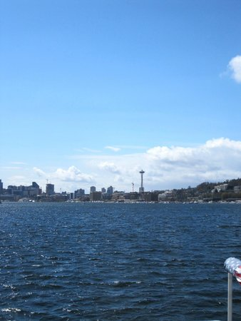 Seattle Ferry Service Day Tours : Space Needle in distance.