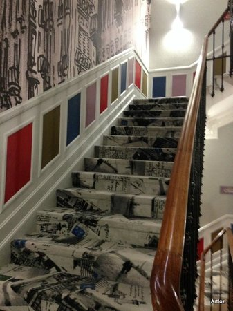 Nice Excelsior Hôtel : Lovely decor - hallway/stairs