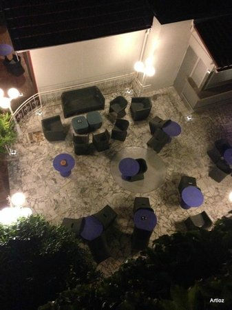 Nice Excelsior Hotel: View of outside seating area from our room