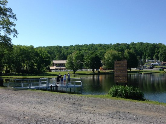 Hershey RV & Camping Resort: Near the fishing dock