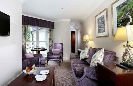 Macdonald Forest Hills Hotel & Spa: Suite Lounge