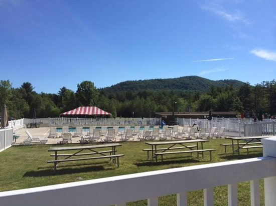 Lake George Escape Campground: Pool, big top, tables