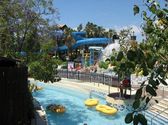 PortAventura Caribe Aquatic Park: Lazy/crazy river and Barracuda tube slides