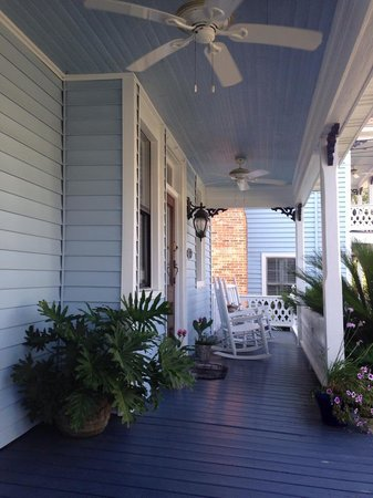 Blue Heron Inn - Amelia Island : Relaxing on The Porch