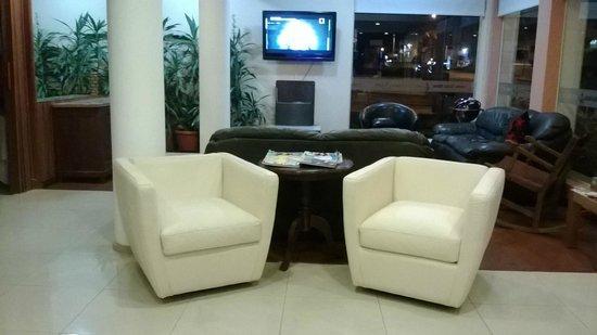 Hotel Playa Brava: Lobby 2