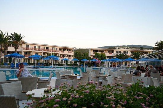Mitsis Ramira Beach Hotel: main pool and bar