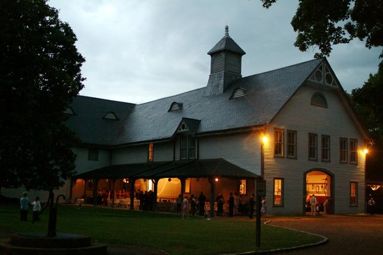 Belle Meade Plantation : Carriage House in the evening