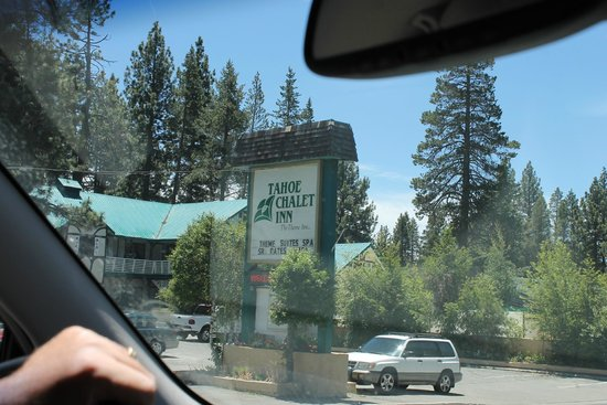 Tahoe Chalet Inn: The sign from the road