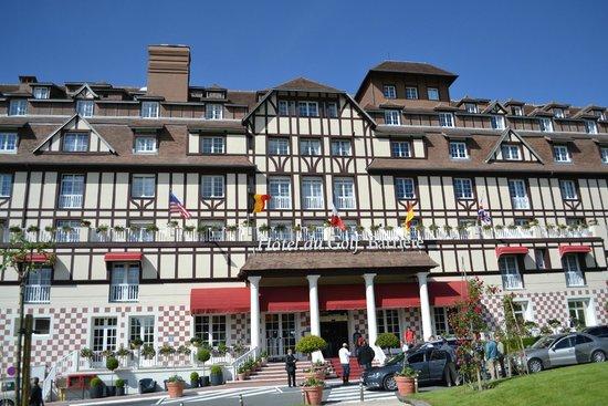 Hôtel Barrière L'Hôtel du Golf Deauville : Front of Hotel...
