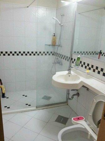 Egg Guesthouse Korea : Clean Bathroom