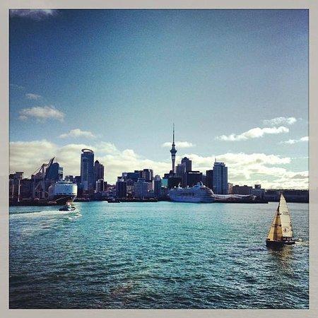 Auckland Harbour Bridge: Auckland