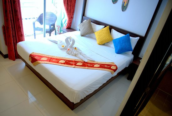 M Narina Hotel: room
