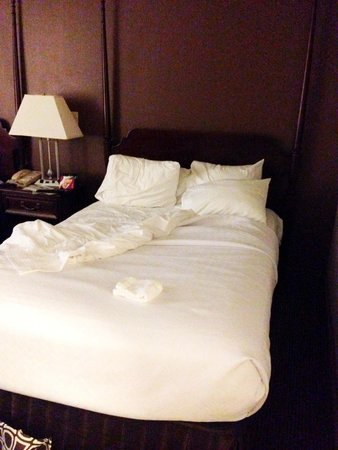 Radisson Hotel Cromwell : Nice clean bed and Linens