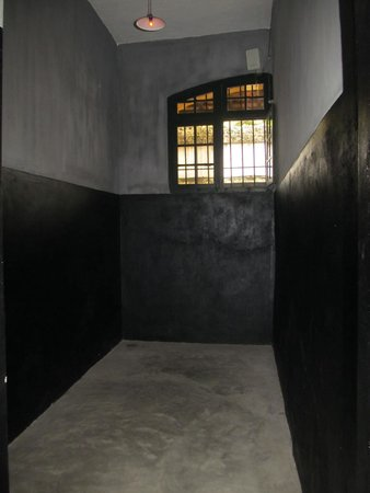 Hoa Lo Prison: Typical cell