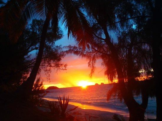 Constance Tsarabanjina: tramonto dalla spiaggia