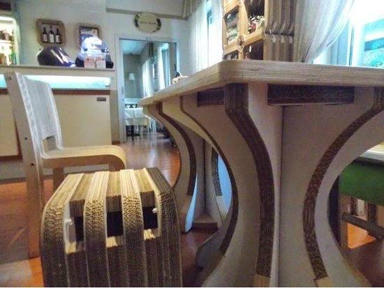 Eco-Hotel La Residenza : cardboard furniture