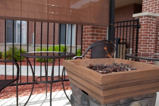 GrandStay Residential Suites Hotel - Sheboygan: New Outdoor Fireplace