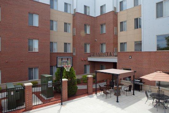 GrandStay Residential Suites Hotel - Sheboygan: Patio