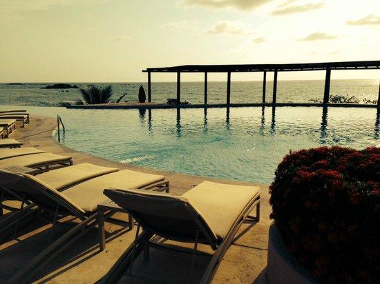 Four Seasons Resort Punta Mita: Dinner poolside