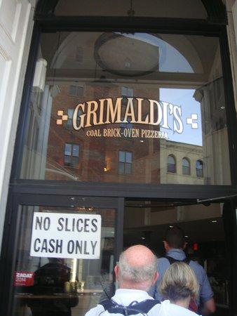Grimaldi's Pizzeria: Venue