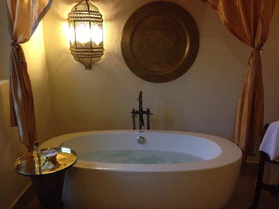 Baraza Resort & Spa : Bath
