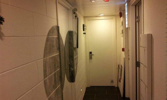 Just Inn: small corridor