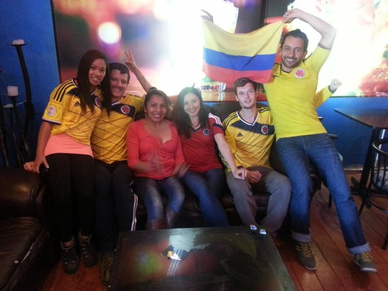 Pirwa Colonial Hostel: Celebracion partido colombia-costa de marfil