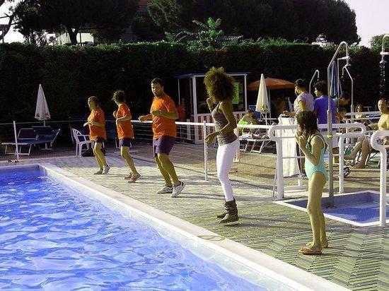 Camping Riccione: Animazione in piscina -  acquagym