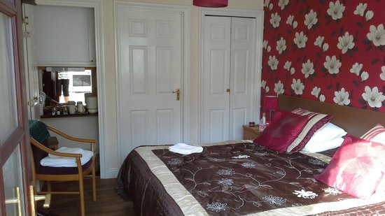 The Farmers Boy Inn: Our very comfy room