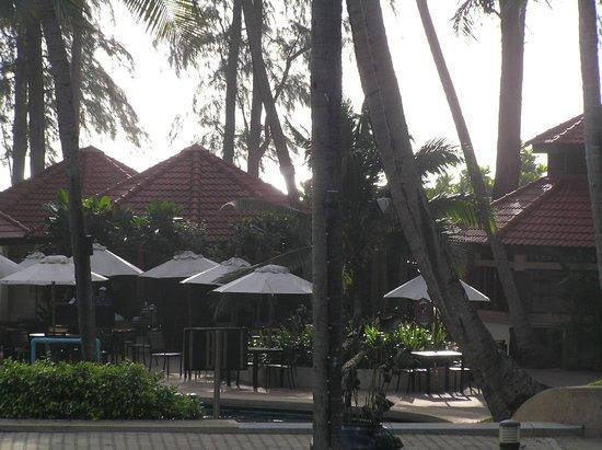 Dusit Thani Laguna Phuket: Hotel and grounds