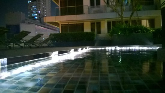 Dorsett Singapore: The pool area closes at 10 pm