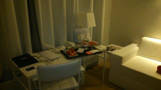 Hotel Arena : marble furniture