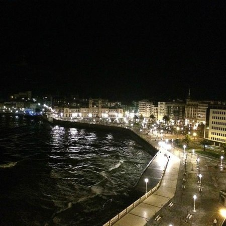 Hotel de Londres y de Inglaterra: Vista noturna do Atico para a Cidade Velha! Deslumbrante!