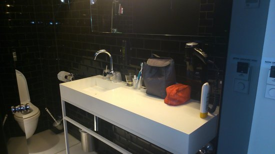 Hotel Arena : modern showerroom