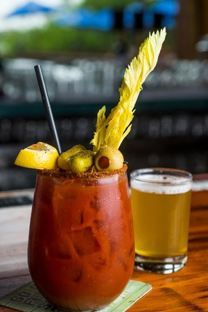 Ravina Bay Bar & Grill: Bloody and a chaser