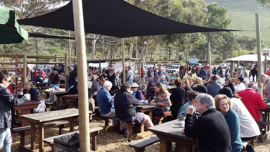 Hermanus Country Market : Great to sit and enjoy a yummy meal while listening to the music