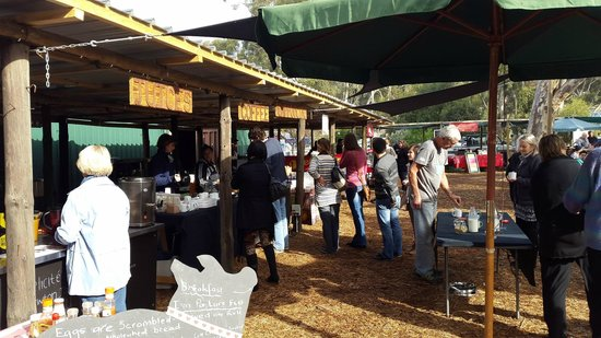 Hermanus Country Market : Scrumptious variety of food and drinks