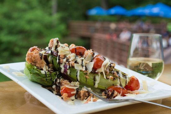 Ravina Bay Bar & Grill: Grilled Caesar with smoked salmon