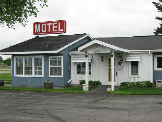 Pleasant Acres Motel: Welcome mat is out