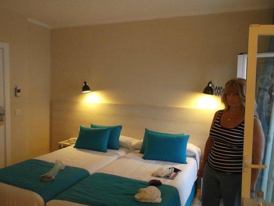 ALEGRIA Maripins: Hotel room