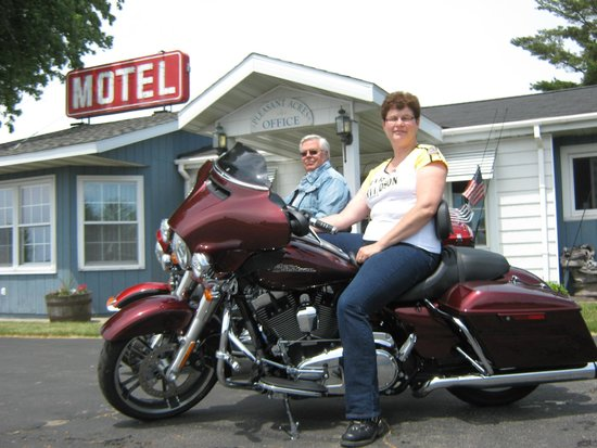Pleasant Acres Motel: We enjoy riding and love to talk with you about your ride