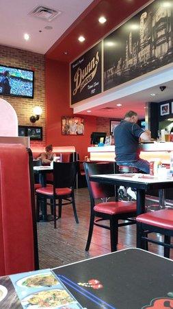 Dunn's Famous: Intérieur du restaurant