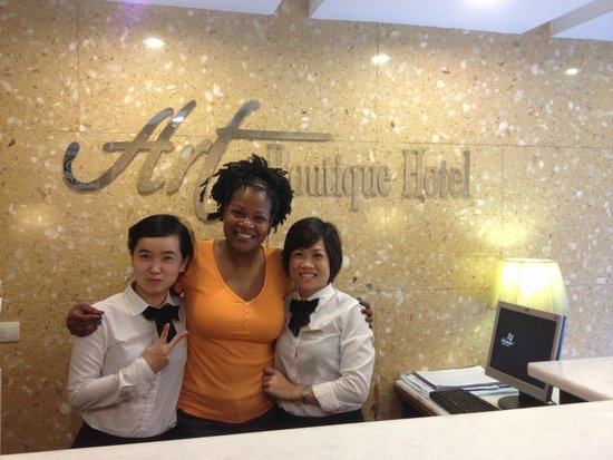 Hanoi Art Boutique Hotel: Me with Huyan and Lan