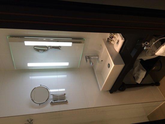Mercure Paris Wagram Arc de Triomphe: Salle de bain