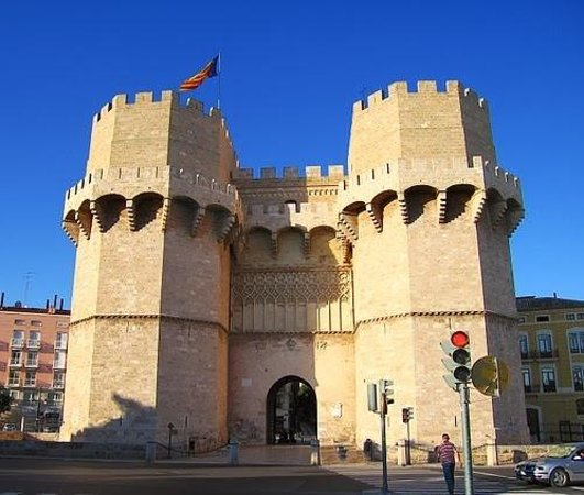 Torres de Serranos : Sign of the old city, great view of Valencia