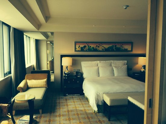 JW Marriott Hotel Beijing: Spacious, light room