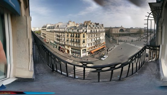 Hotel Brady Gare de L'Est : Balcony overlooking Gare de L'Est