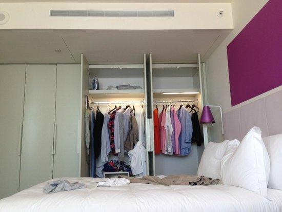 Shore Club South Beach Hotel: Closet Space