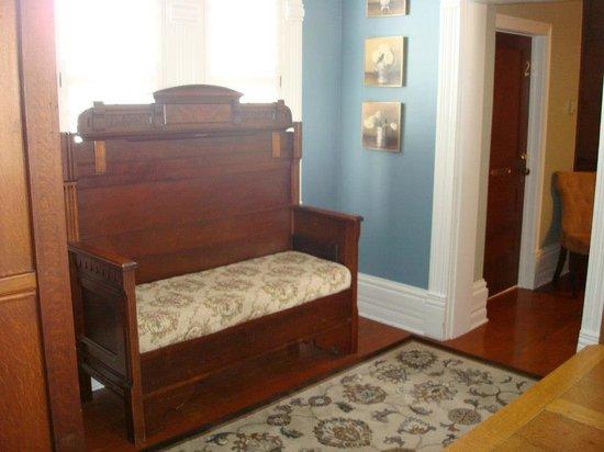 Badu House Wine Bar & Accommodations: more beautiful furniture